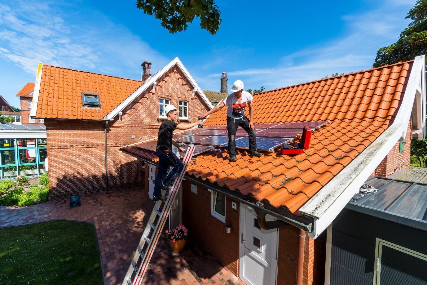 Installation of PV on Touris Info on Borkum
