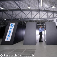 New supercomputer JUGENE goes online