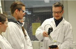 New tools for training and quality assurance of teaching in nuclear chemistry