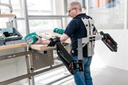 Robo-Mate: from brain muscle gathering to heavy weight lifting