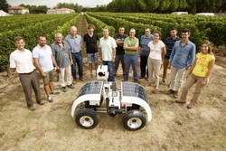 A wheeled robot to monitor grape growth