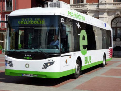 New hybrid vehicles of the Valladolid transport fleet presented to citizens.