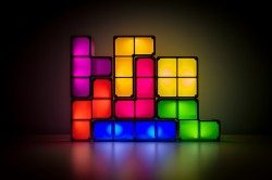Trapping light using Tetris-like clusters of crystals